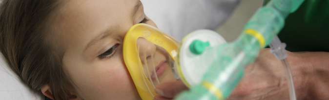 Kid during usage of the LIVOPAN Therapy. Kid breathing with LIVOPAN Application System
